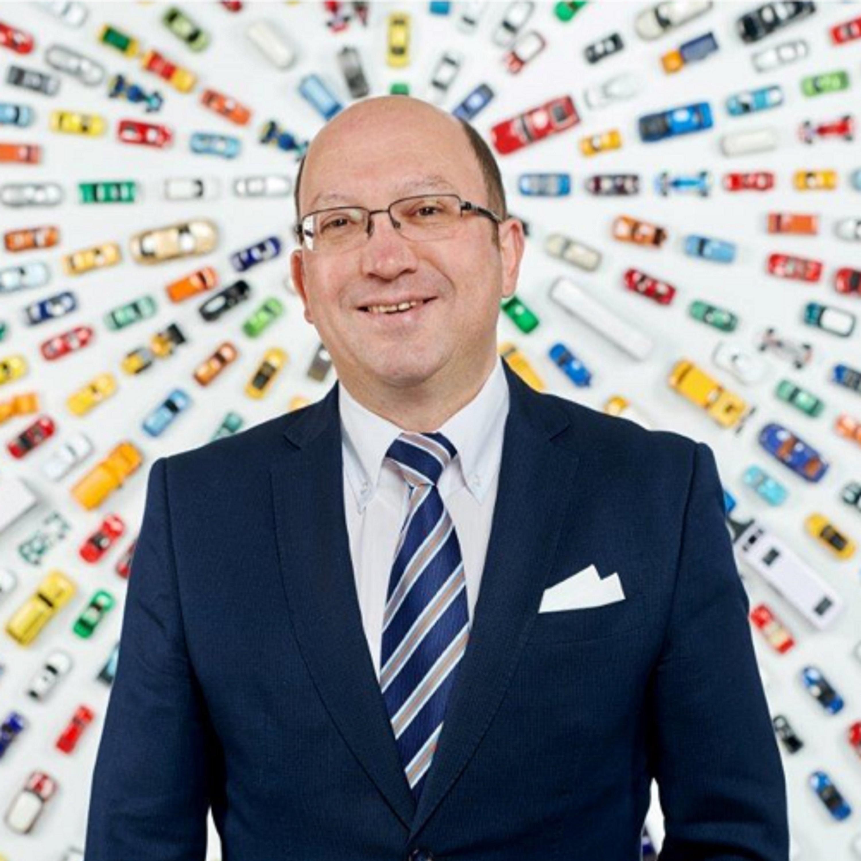 In de aflevering van vandaag rijdt RECHTspreekt de wereld binnen van Smart Mobility en spreken we met Joost Vantomme. Hij is Smart Mobility Director bij The European Automobile...