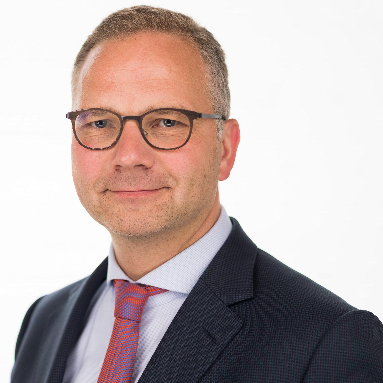 In deze aflevering is RECHTspreekt te gast bij Olivier Wouters, managing partner van advocatenkantoor Claeys & Engels dat een volledig juridisch dienstenpakket aanbiedt in alle...