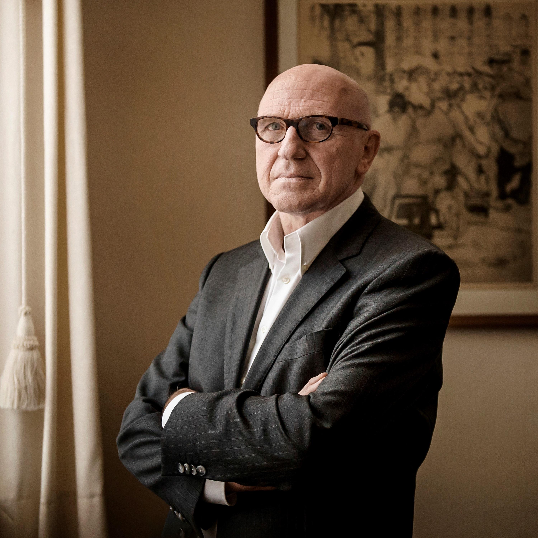 In deze aflevering van RECHTspreekt praten we met Paul Bekaert, zonder twijfel de bekendste Belgische mensenrechtenadvocaat. We blikken terug op zijn carrière en enkele van zijn meest...